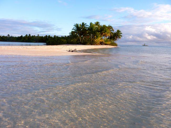 Lahko odveslam do peščenega otočka, ki bo samo moj, s palmami in rožnato mivko?