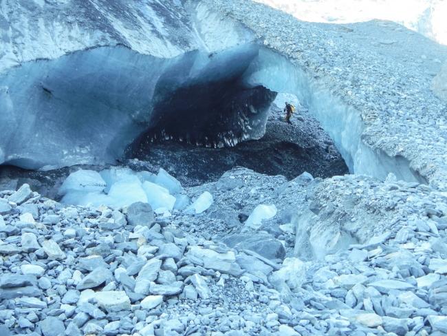 Iz ostankov ledenika so nastali naravni mostovi.